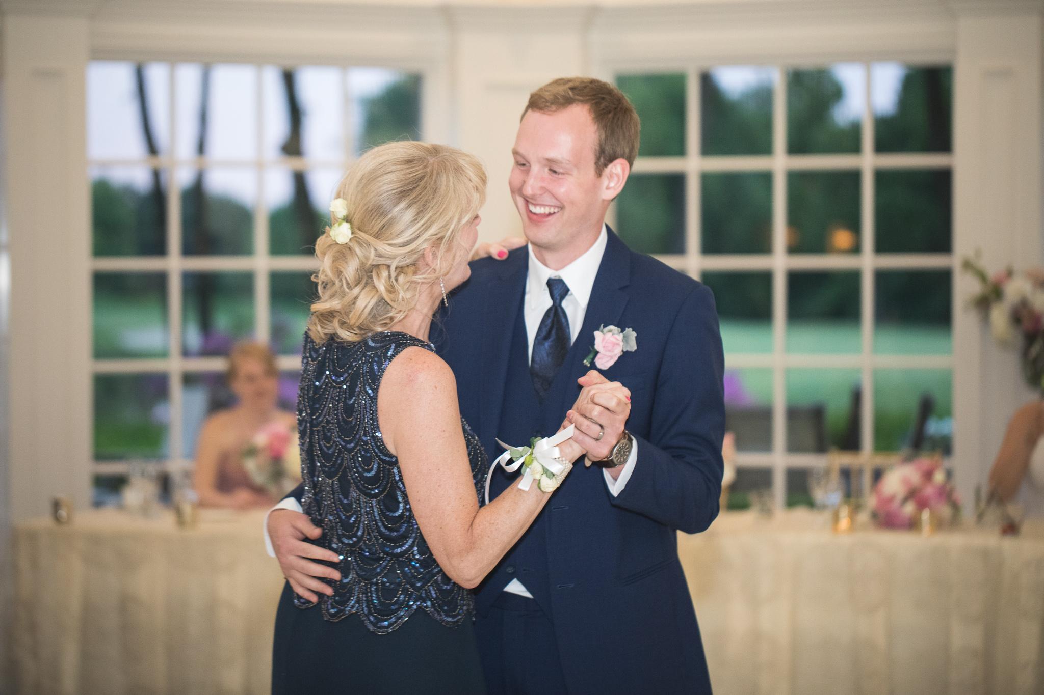 172-best-detroit-michigan-outdoor-wedding-photographer.jpg