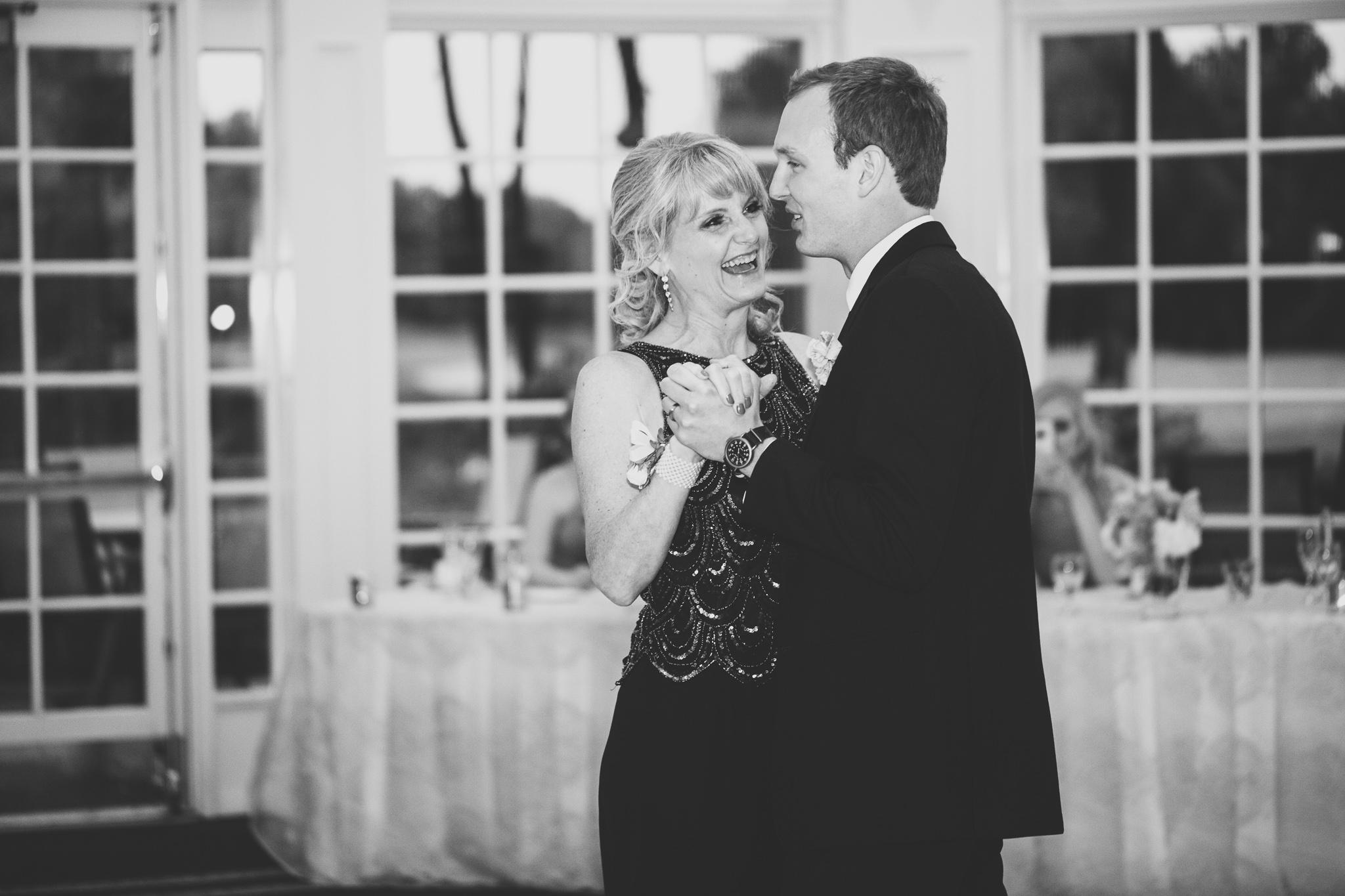 173-best-detroit-michigan-outdoor-wedding-photographer.jpg