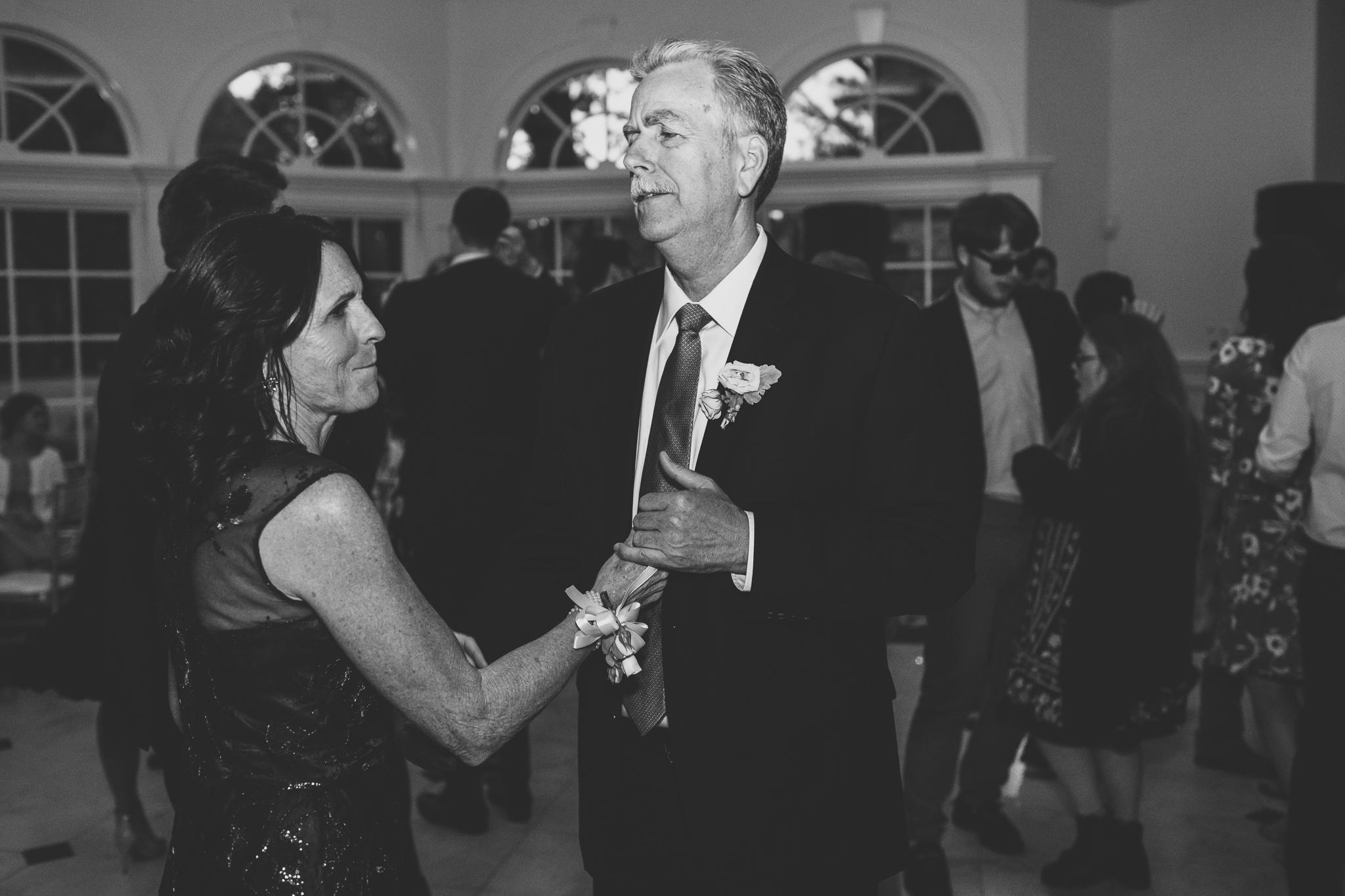 176-best-detroit-michigan-outdoor-wedding-photographer.jpg