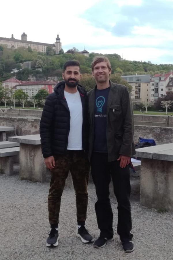 Ilyas mit Florian , dem 1. Vorsitzenden von Street Child Deutschland