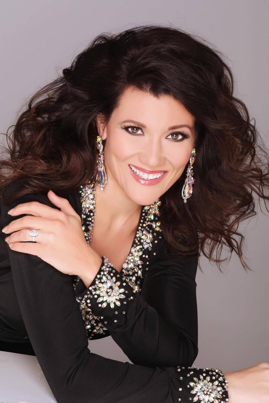 Crystal is also the brand new   Mrs Illinois America 2016  !