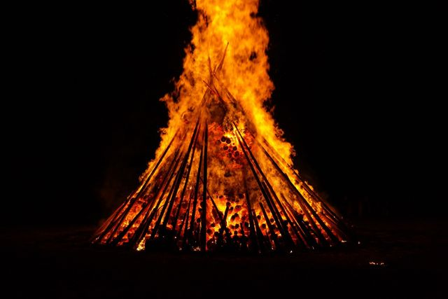 midsummer_fire_burn_blaze_flame_red_yellow_dark-1350279.jpgd_7d5b7.jpg
