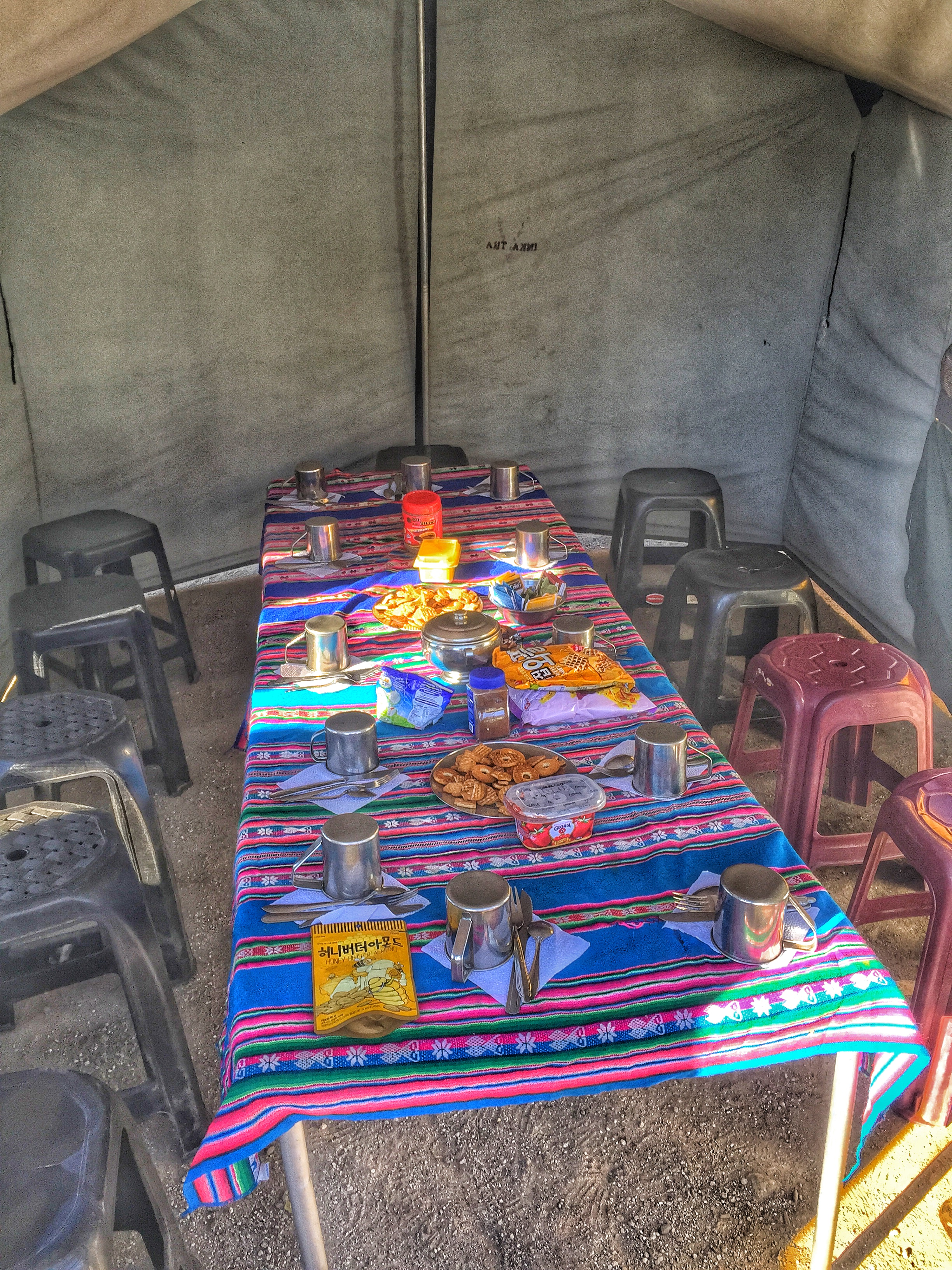 We arrived at the campsite early and the crew prepared snacks for us.