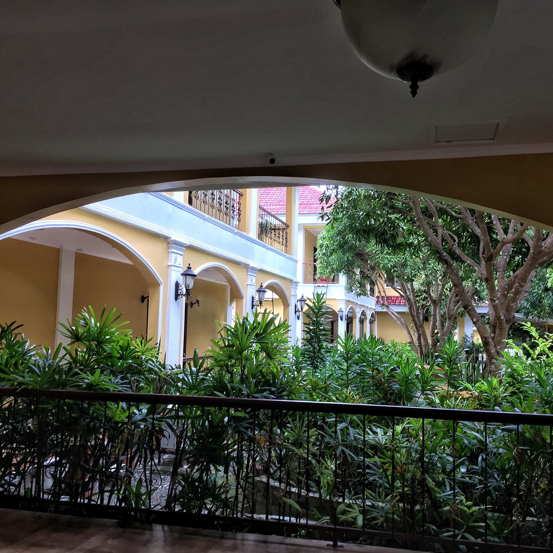 Beautiful greenery and indoor/outdoor living.