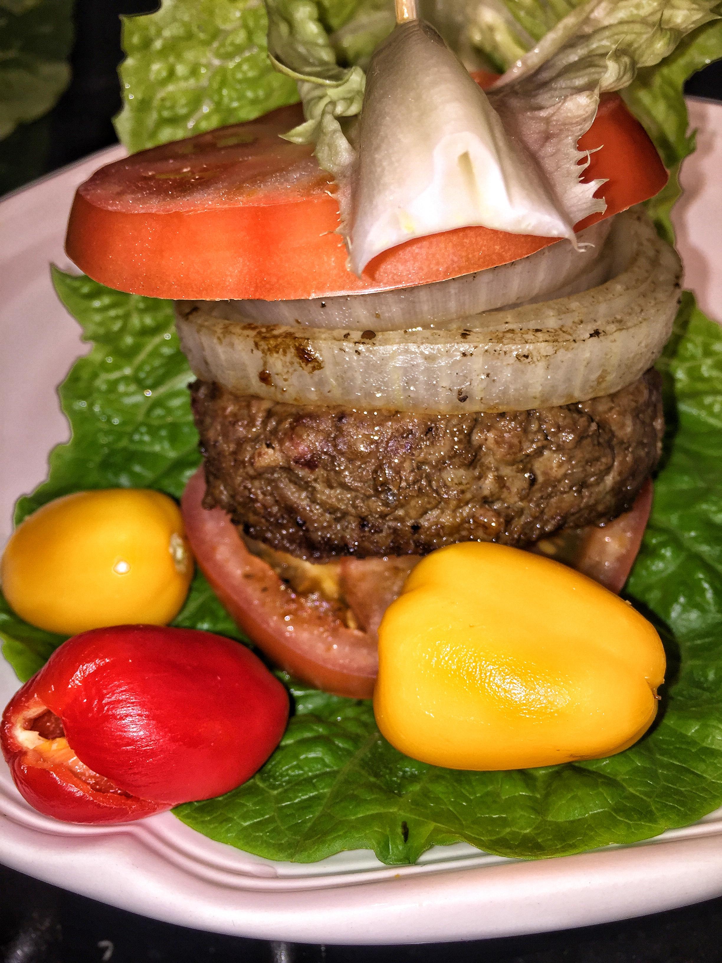 Classic burger with bacon, no bun!