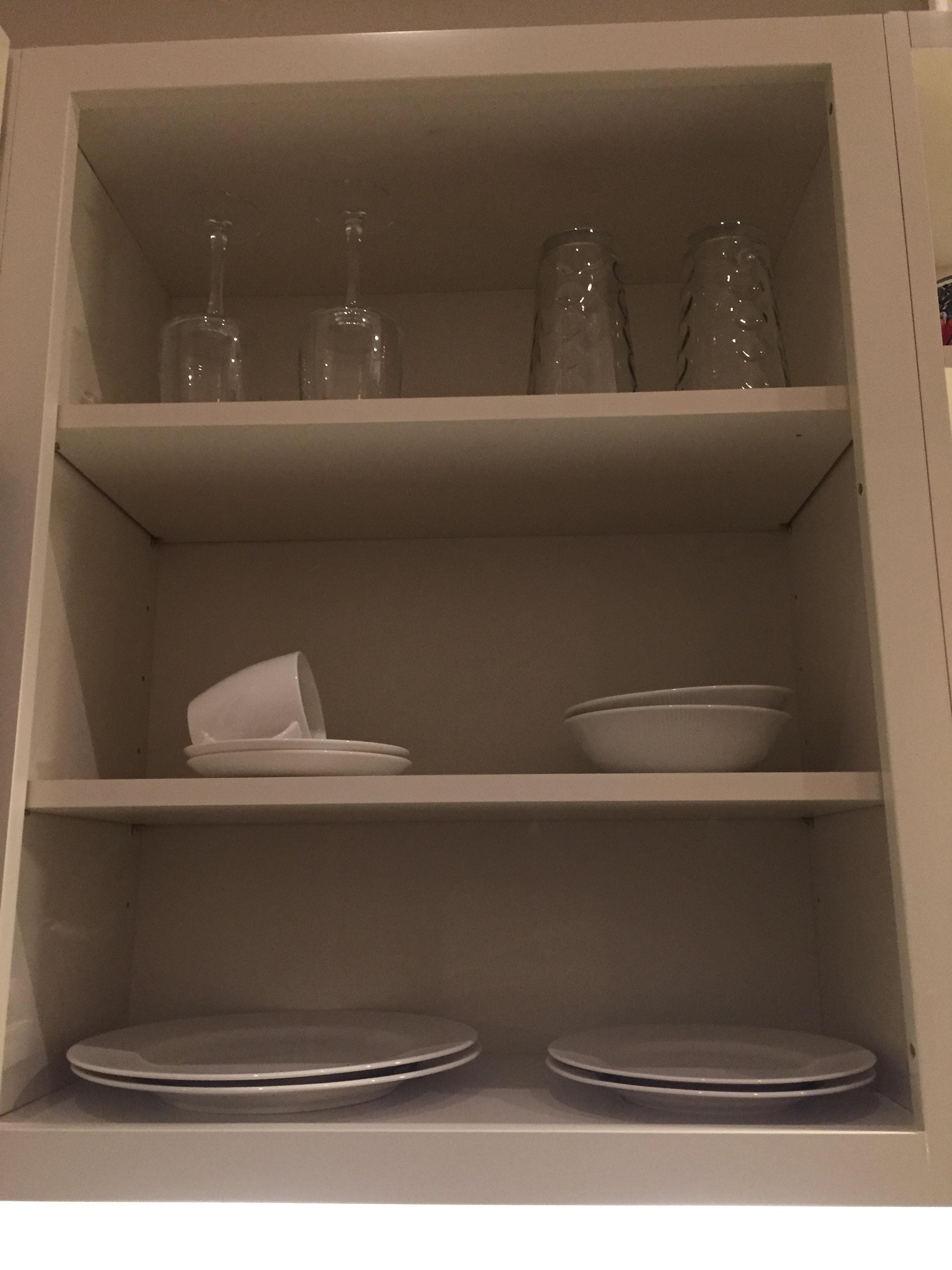 Tiny house living. Minimal dinnerware.