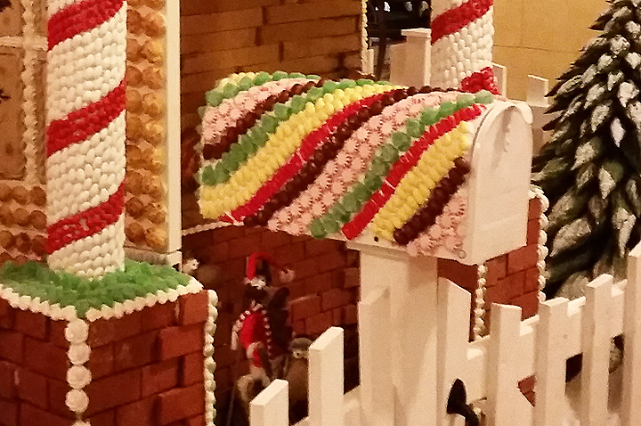 2014-Dec-16-Broadmoor-Gingerbread-House-mailbox_72.jpg