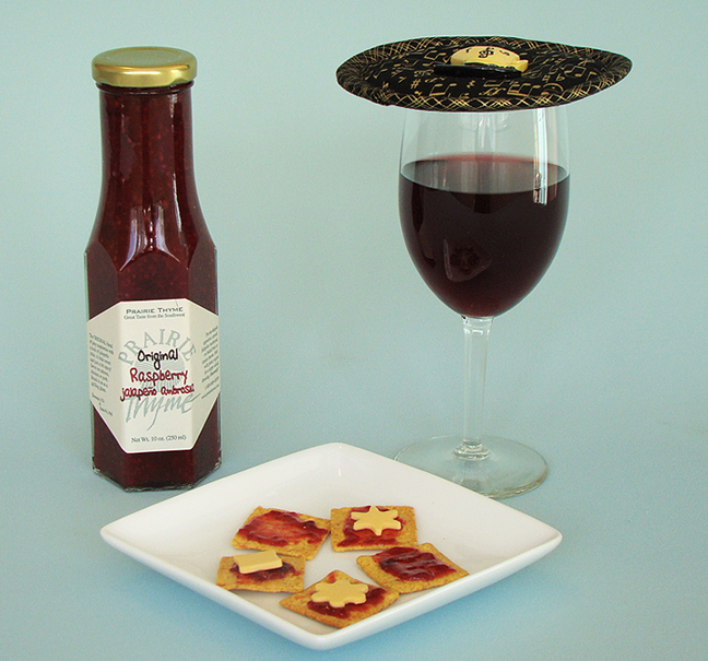 Thinsulate insulated Golden Notes Kup Kap on wine glass.