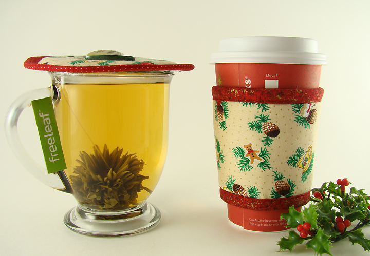 Thinsulate insulated December Holidays Kup Kap on glass mug.              Thinsulate insulated Holidays Kup Kollar on Starbucks hot take-out cup.