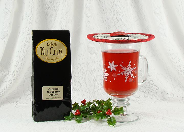 Thinsulate insulated Music Krescendo Music Kup Kap on glass mug of hot tea.