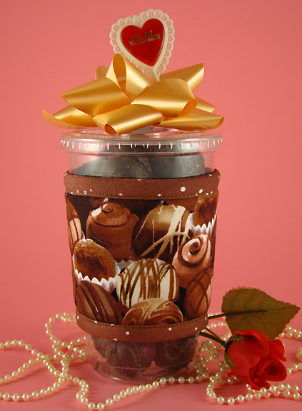 Thinsulate insulated Chocolates Kup Kollar on 16 ounce cold take-out cup.