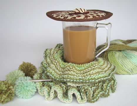 Thinsulate insulated Coffee Beans Kup Kap on mug of coffee.