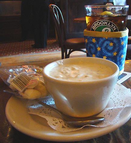Thinsulate insulated Golden Stars Kup Kollar on a pint glass of tea.