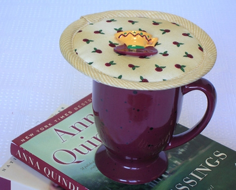 Thinsualete insulated Rosebud Rhapsody Kup Kap on mug.