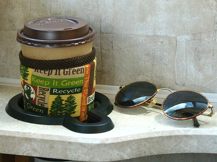 Thinsulate insulated Recycle Kup Kollar on hot take-out cup in RV holder.
