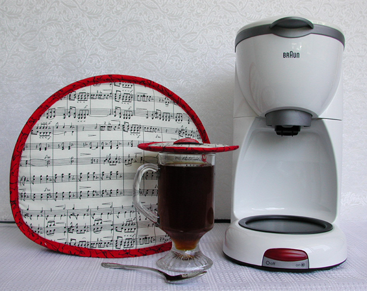 Tea Tabard teapot cozy, now also used to cover coffee carafes from electric coffee makers or vacuum pots and free you from the kitchen.