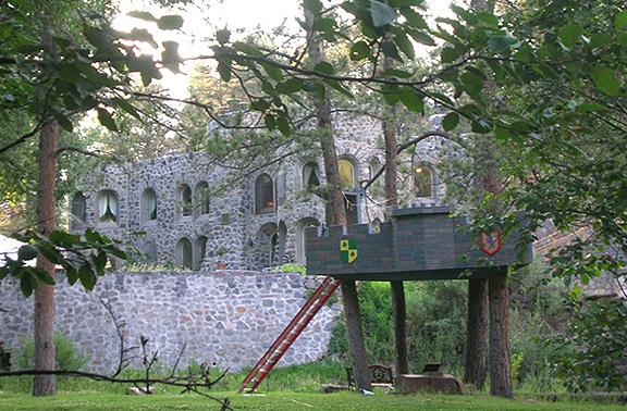Lair 'o the Bear July 08 6296 castle tree house _96.jpg