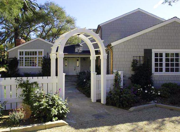 Elegant Nantucket style country home - Montecito