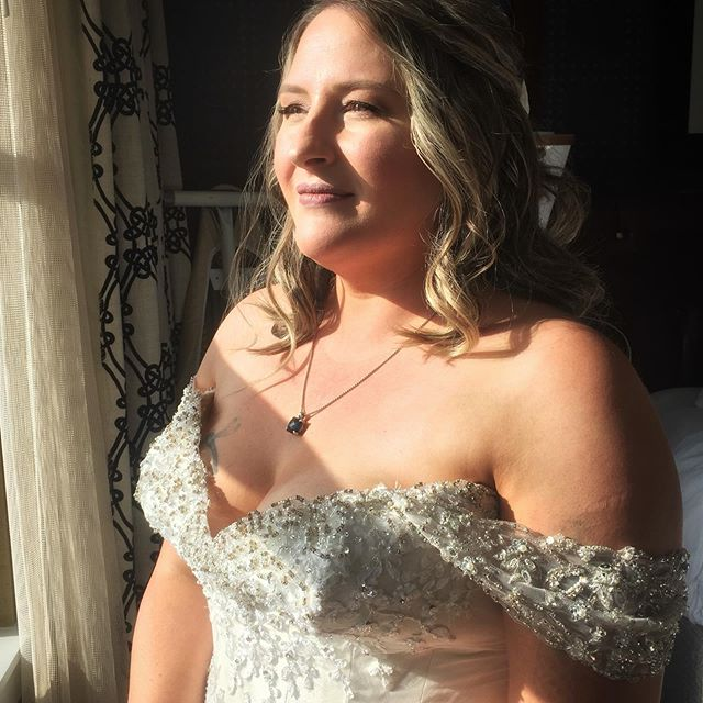 """The view was gorgeous, the vibe was joyous, this bride = breathtaking✨ It is such a pleasure to get to be around, and contribute, to such good vibes and call it """"work""""💋"""