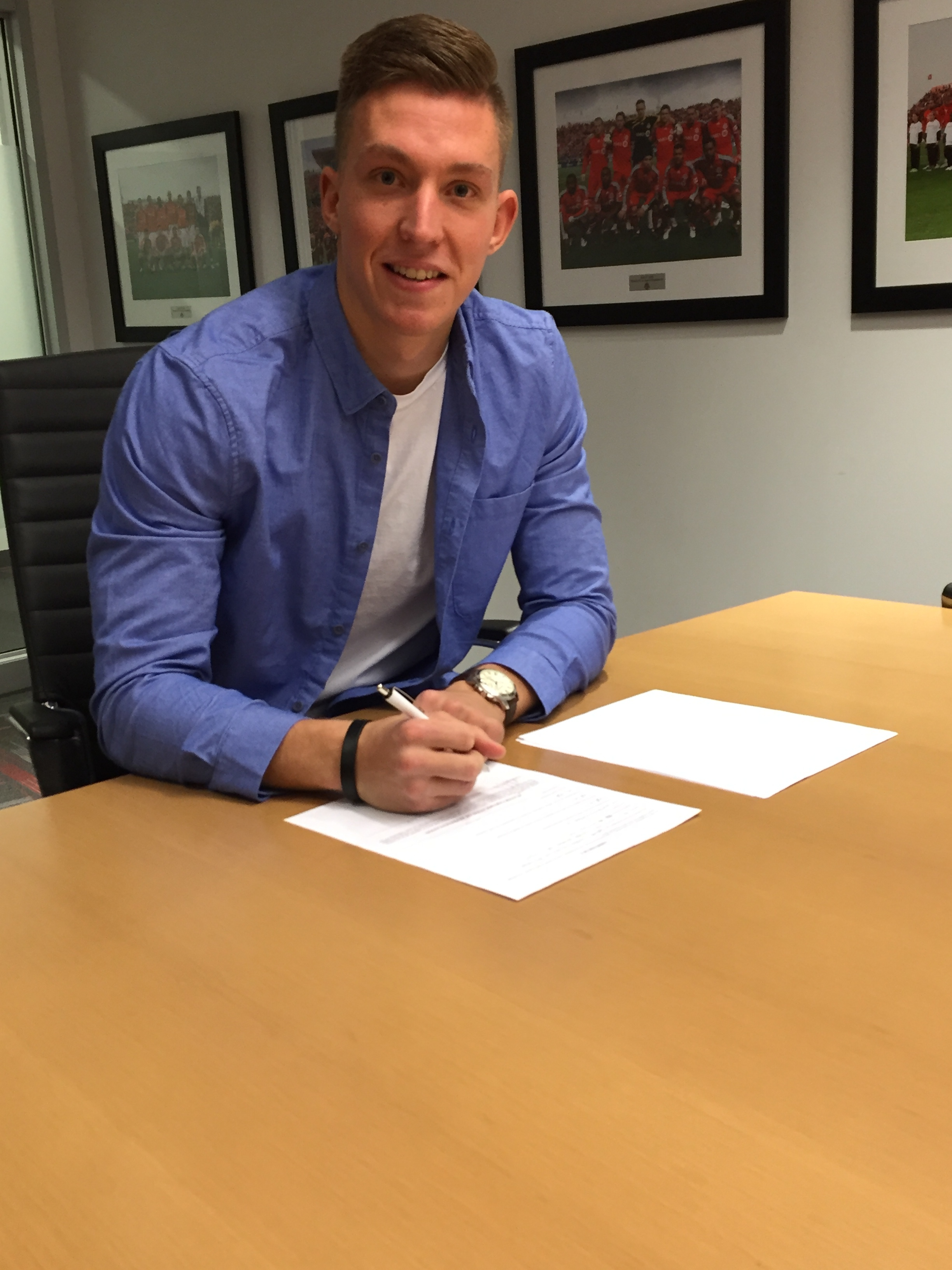 Eckenrode signs his first professional contract