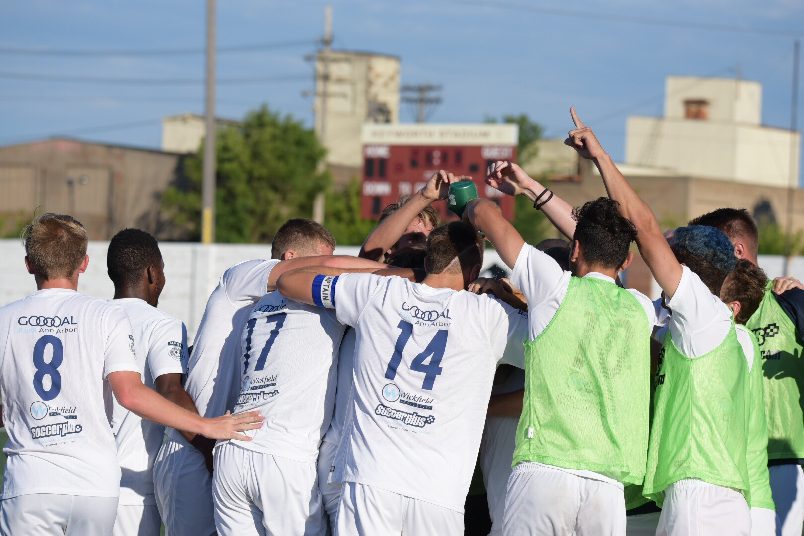 The team celebrates the lone goal of the match which came in stoppage time (90'+)