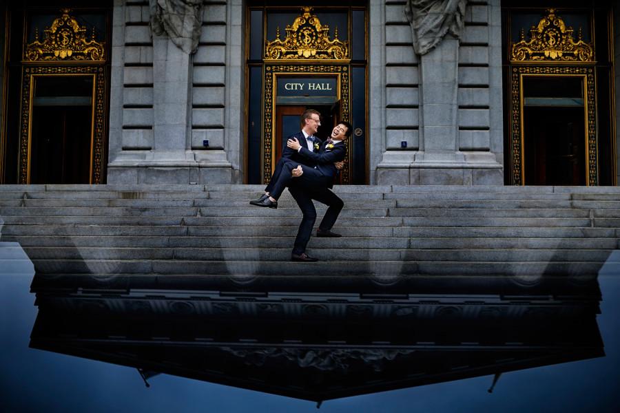 01-joe-miles-sf-city-hall-gay-wedding-900x600.jpg