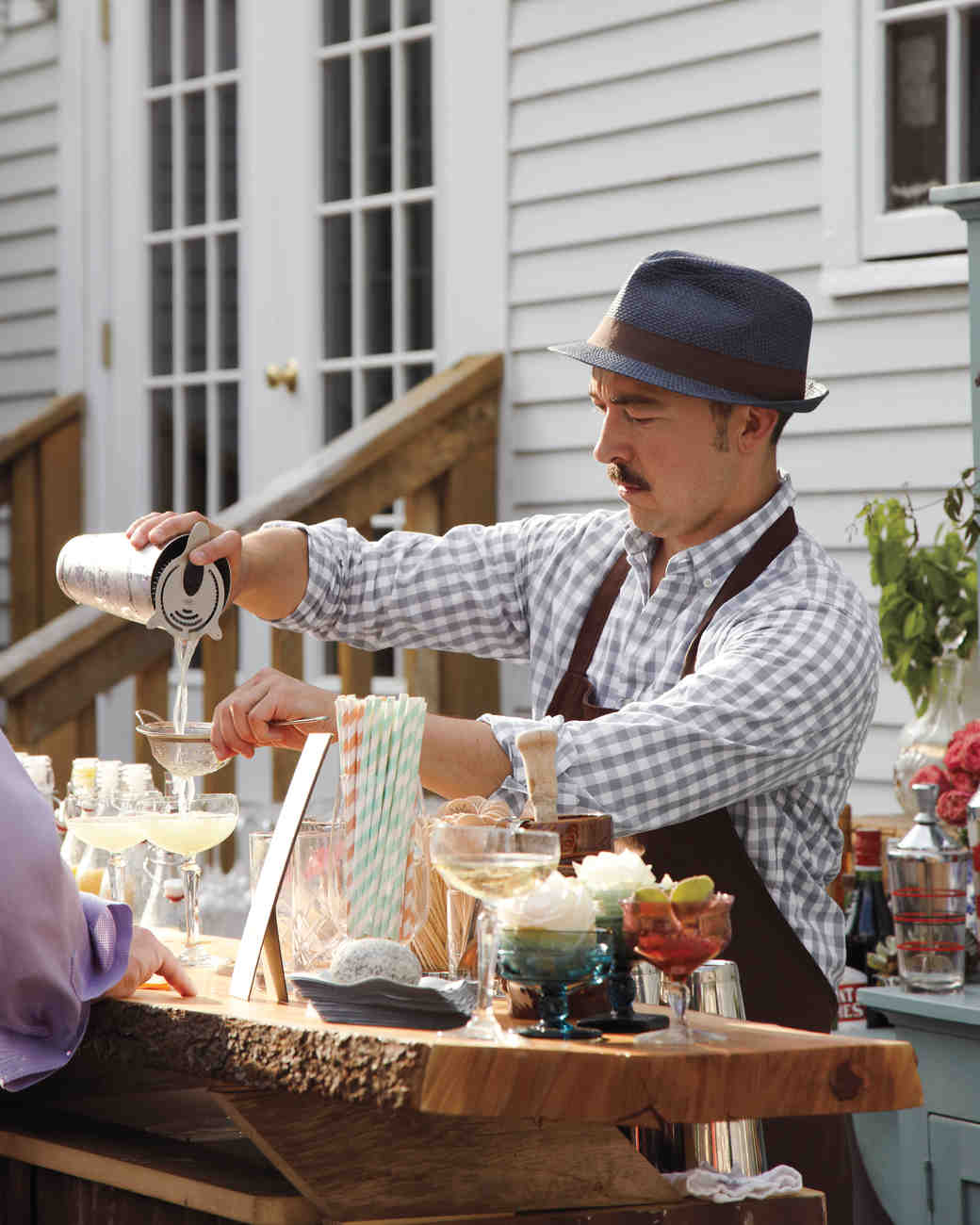 cocktail-hour-025-d111381_vert.jpg