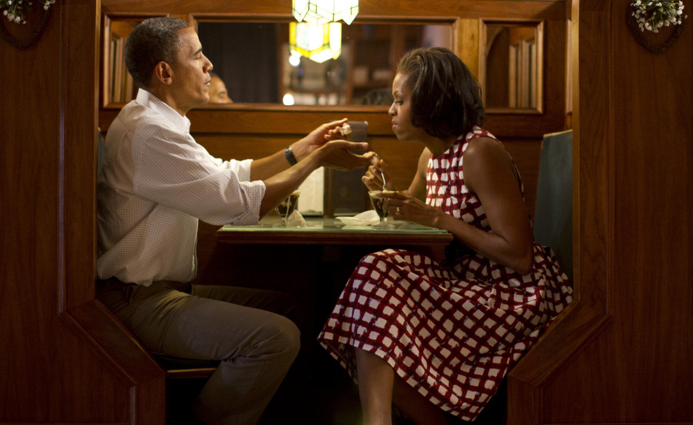 Obamas-campaigntrail.jpg