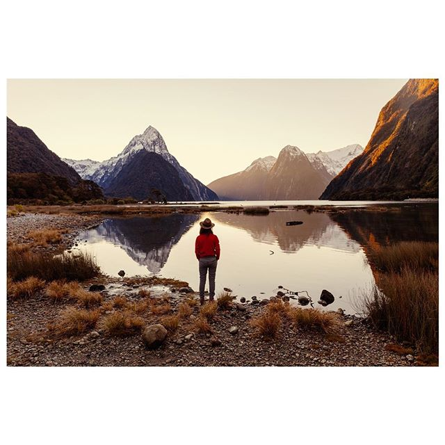 A sunset blessed by the god of light and good weather. There's barely anyone at sunset during winter after the tour buses and tourists that are afraid to drive back 3 hours in the dark leave. . . . . #wanderlustofnz #milfordsound #southislandnz #newzealand #fiordlandnationalpark