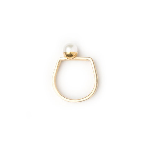 Ring_w_big_pearl_gold.jpg
