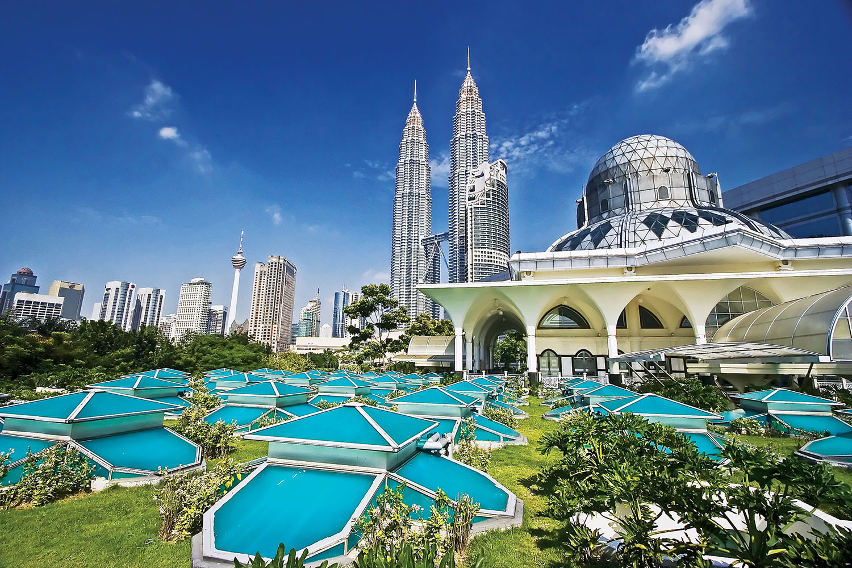 Petronas Twin Towers at Kuala_1500px.jpg