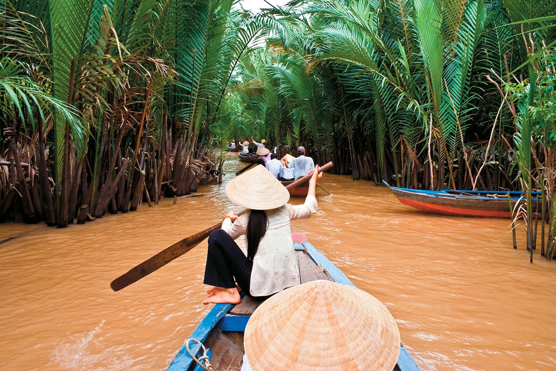 Vietnam_woman_boat in Mekong River_Vietnam_1500px.jpg