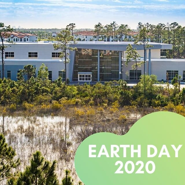 "This #EarthDay, we're recognizing one of the most environmentally-friendly college campuses in the nation: Florida Gulf Coast University. Students at FGCU are required to take ""University Colloquium,"" a class where they have the chance to discuss solutions to environmental challenges. ?♻️"
