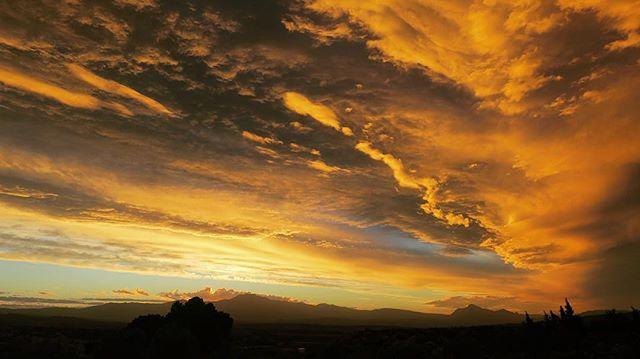 Drama anyone!?!! 😳 . . #sunset #africa #drama #skydrama #farmlife #countryliving #explore #adventures