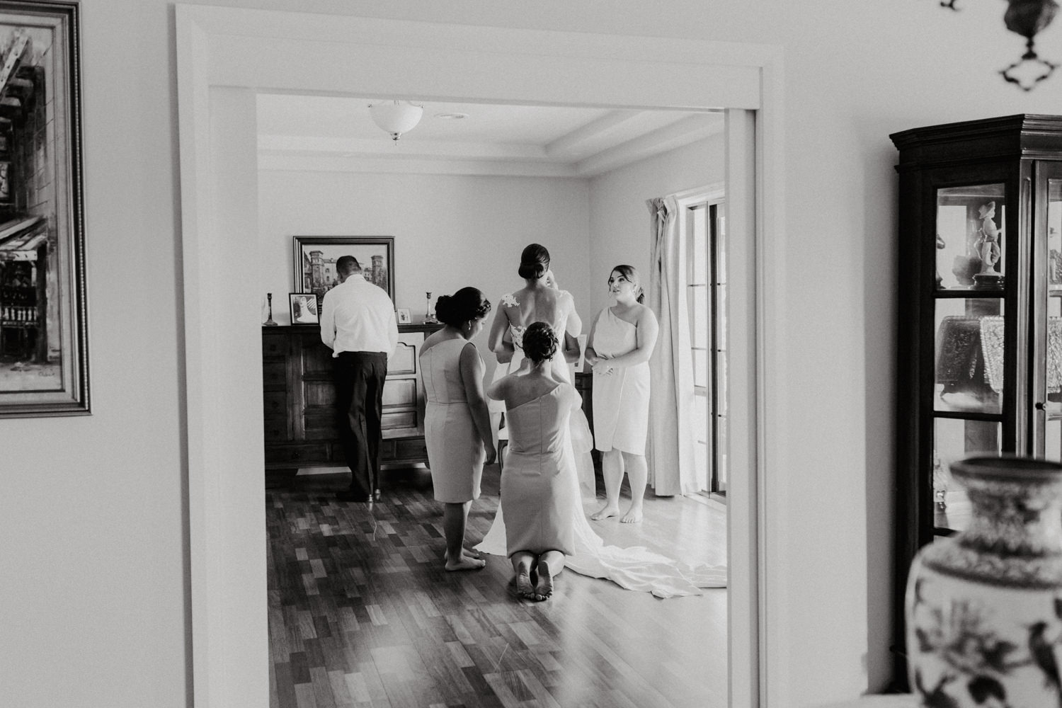 Bride Getting Ready / Fitters' Workshop Wedding Canberra : Photography by Jenny Wu Straight No Chaser Photography
