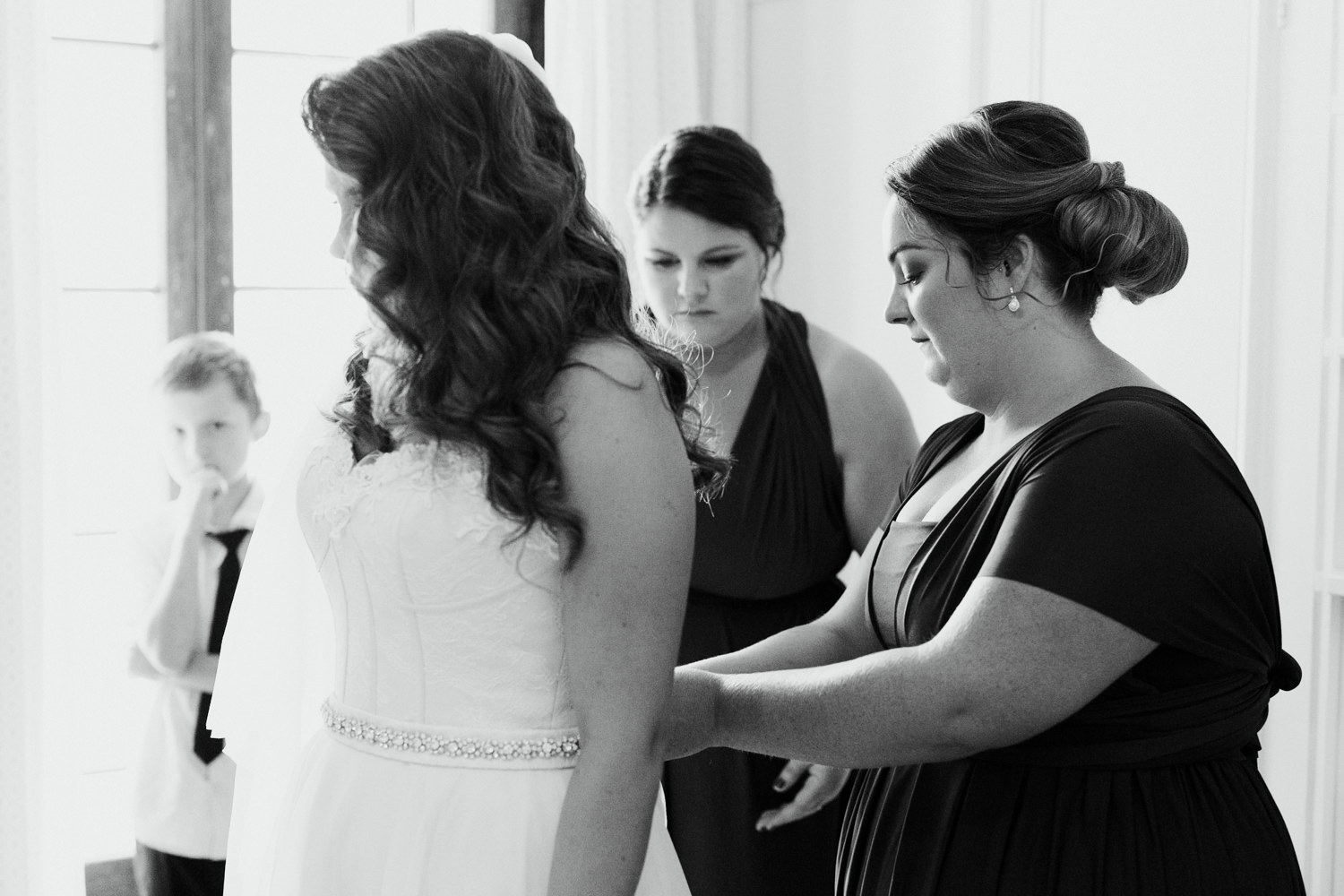 Bridal prep- Oaklands Barn Wedding - by Jenny Wu, Straight No Chaser Photography Canberra  and South Coast