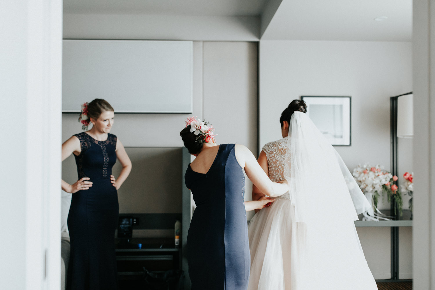 Hotel Realm Bridal Prep Canberra Wedding - Photography by Jenny Wu Straight No Chaser