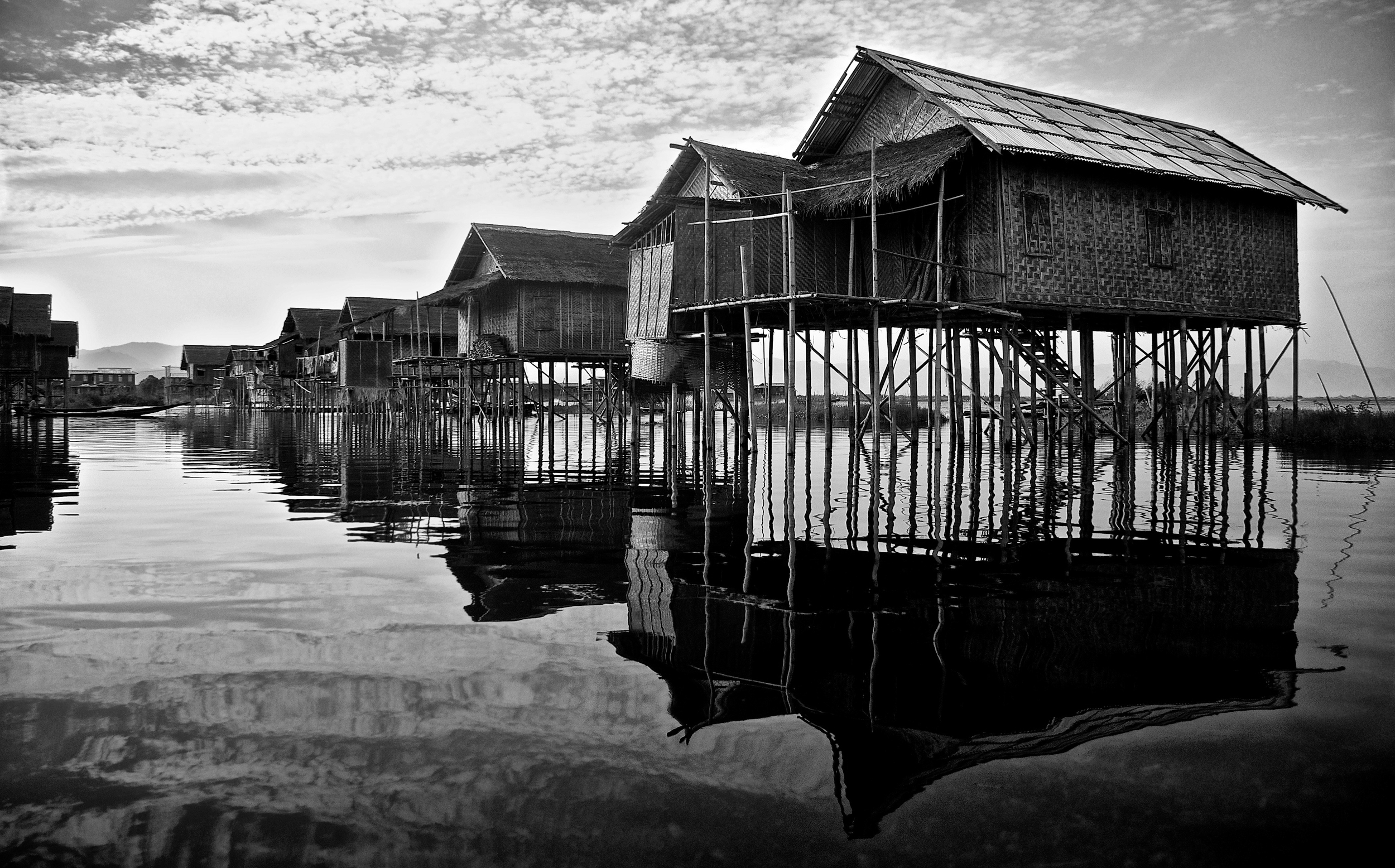 Houses reflection Inle Lake.jpg