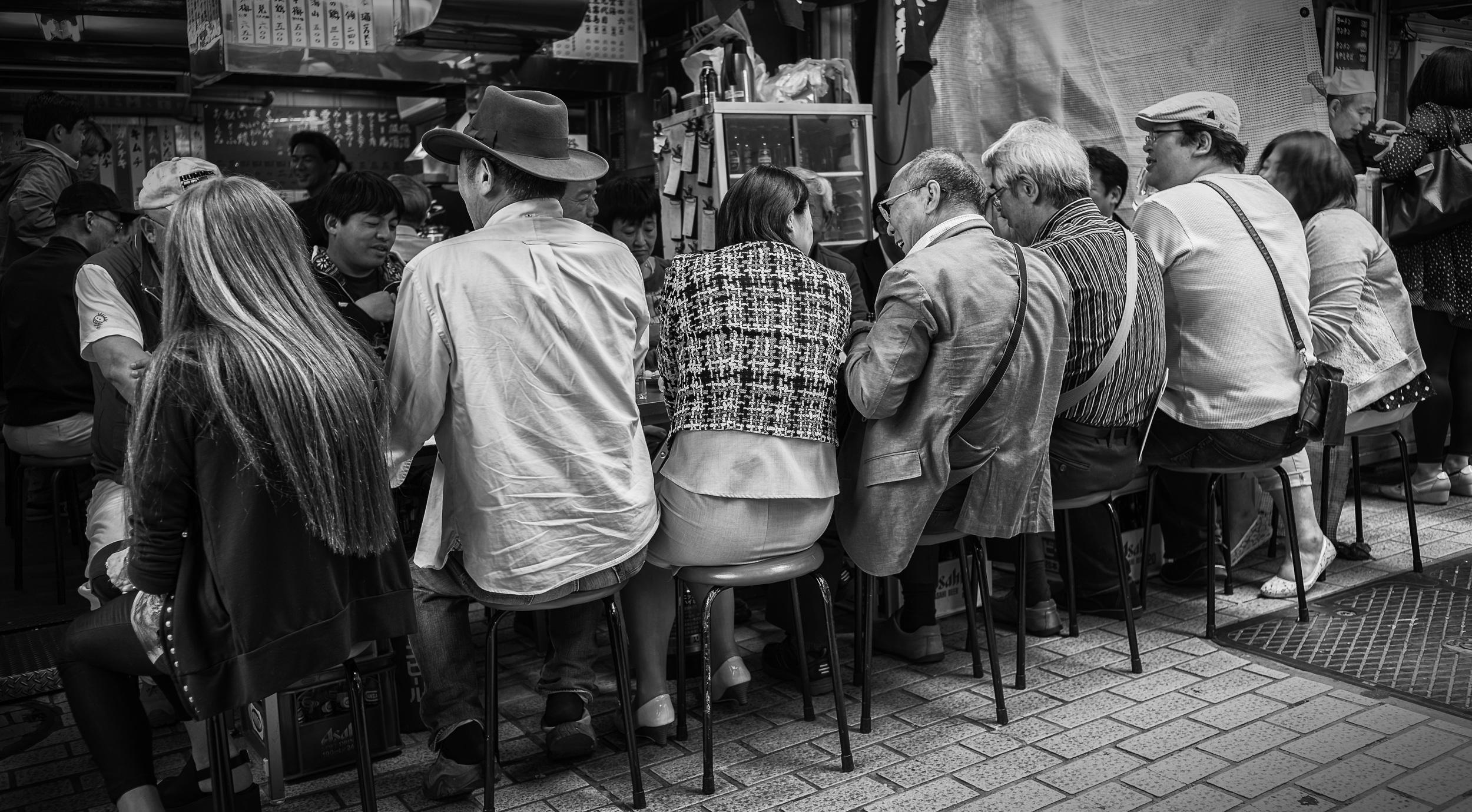 People having lunch.jpg
