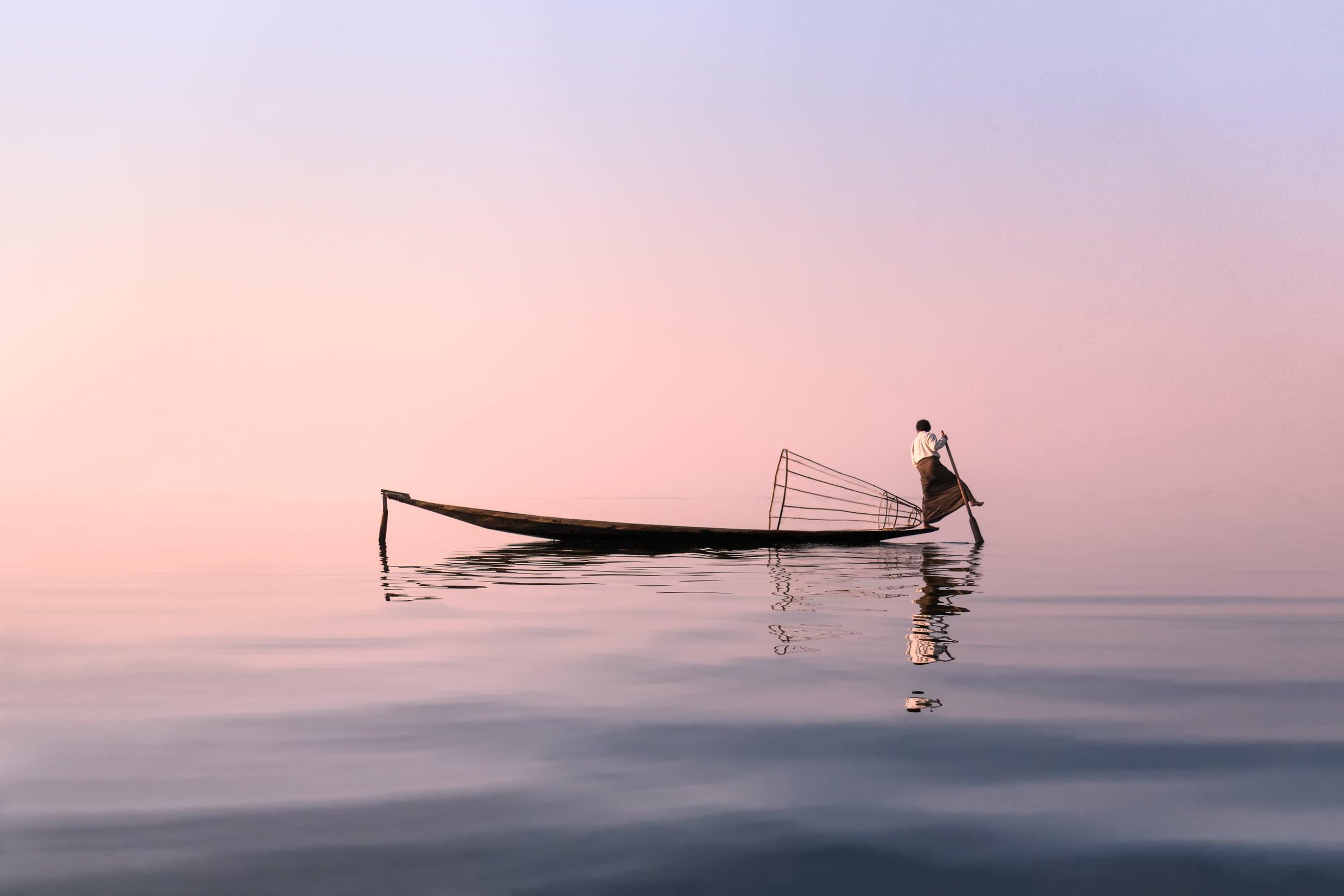 Inle_Lake_Rowing.jpg