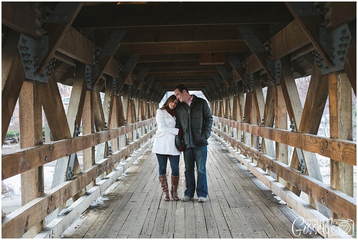 Naperville_Riverwalk_Engagement_0004.jpg