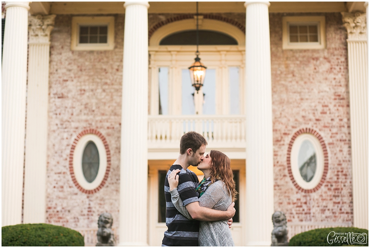 Cantigny-Park-Engagement-Photos_0015.jpg
