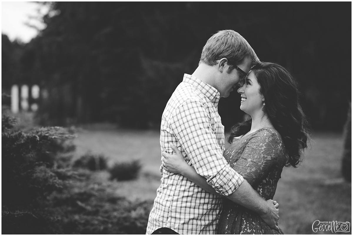 Morton-Arboretum-Engagement-Pictures_0017.jpg
