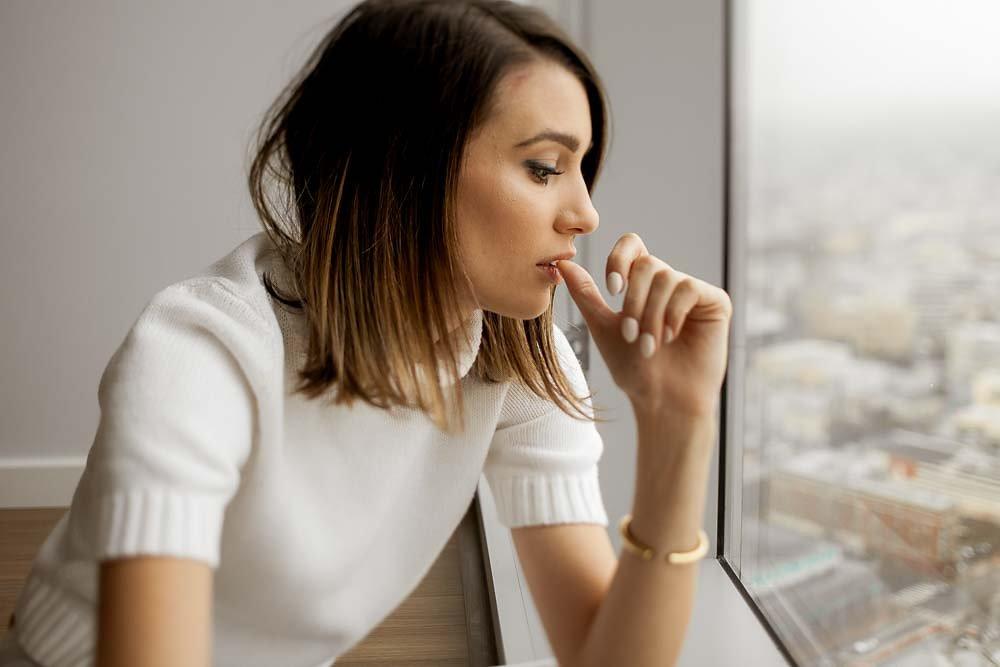 white-sweater-matching-nails