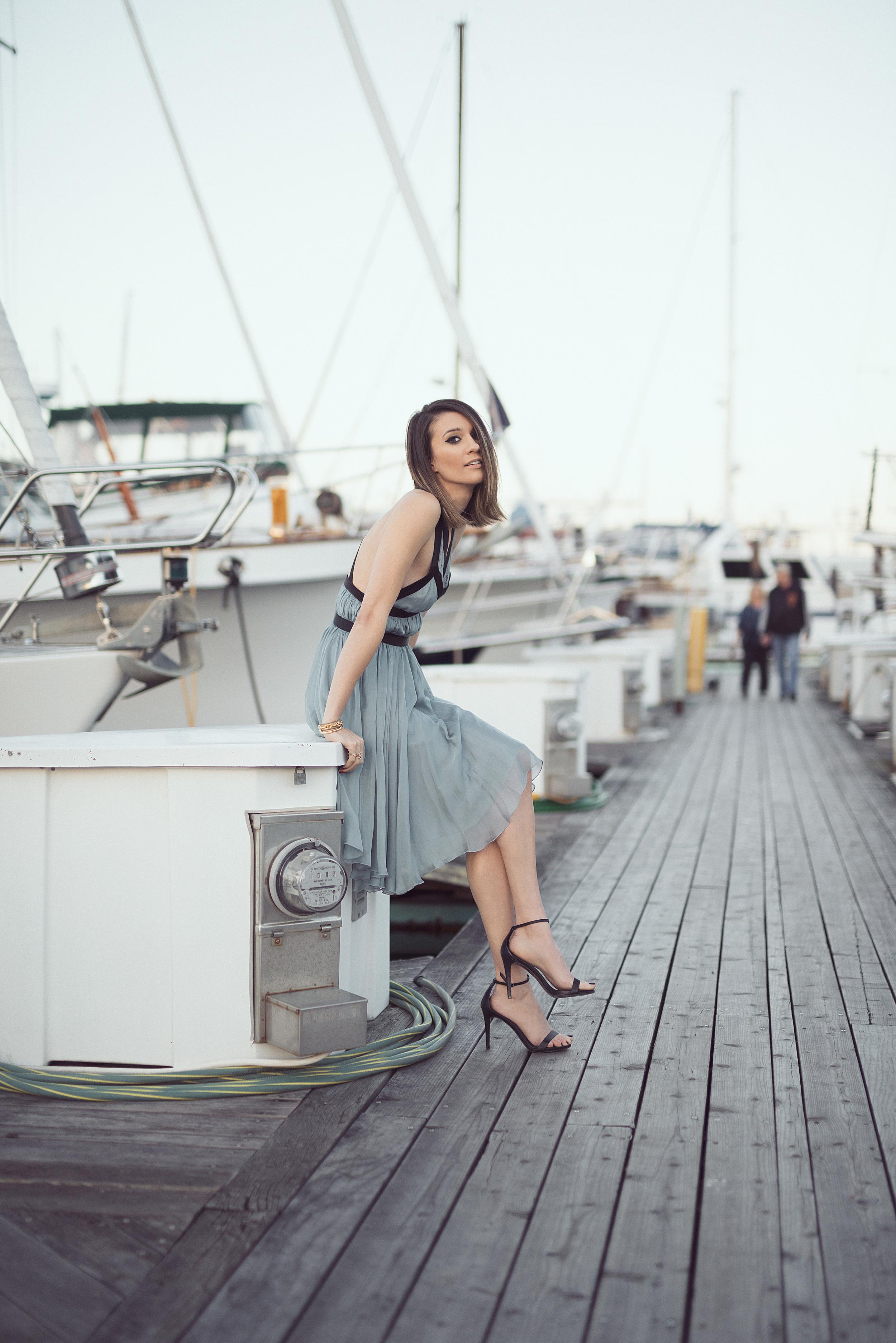 blue_dress_travel_blogger_elise_gabriel_sausalito