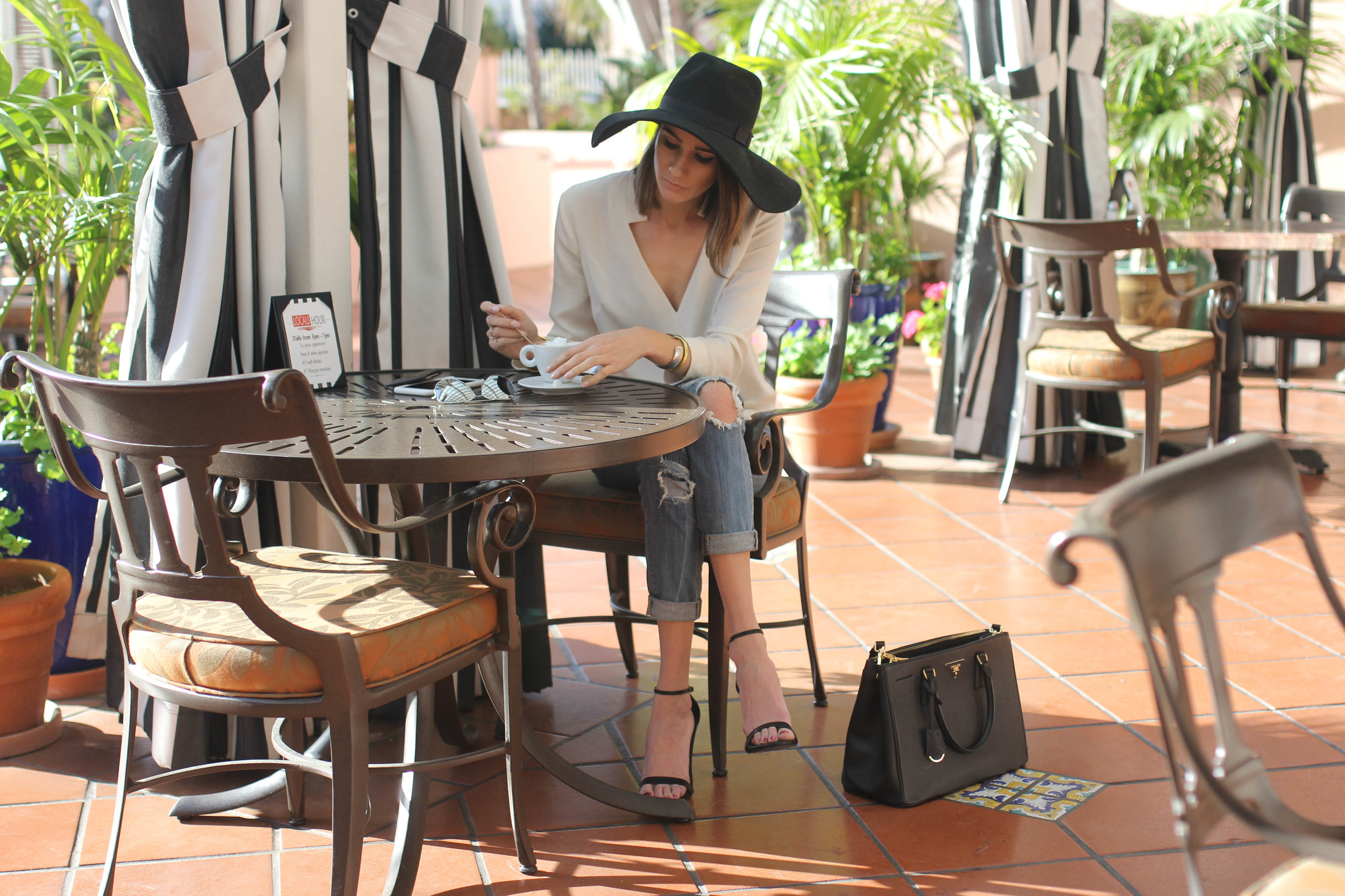 travel-fashion-blogger-coffee-la-valencia-hotel