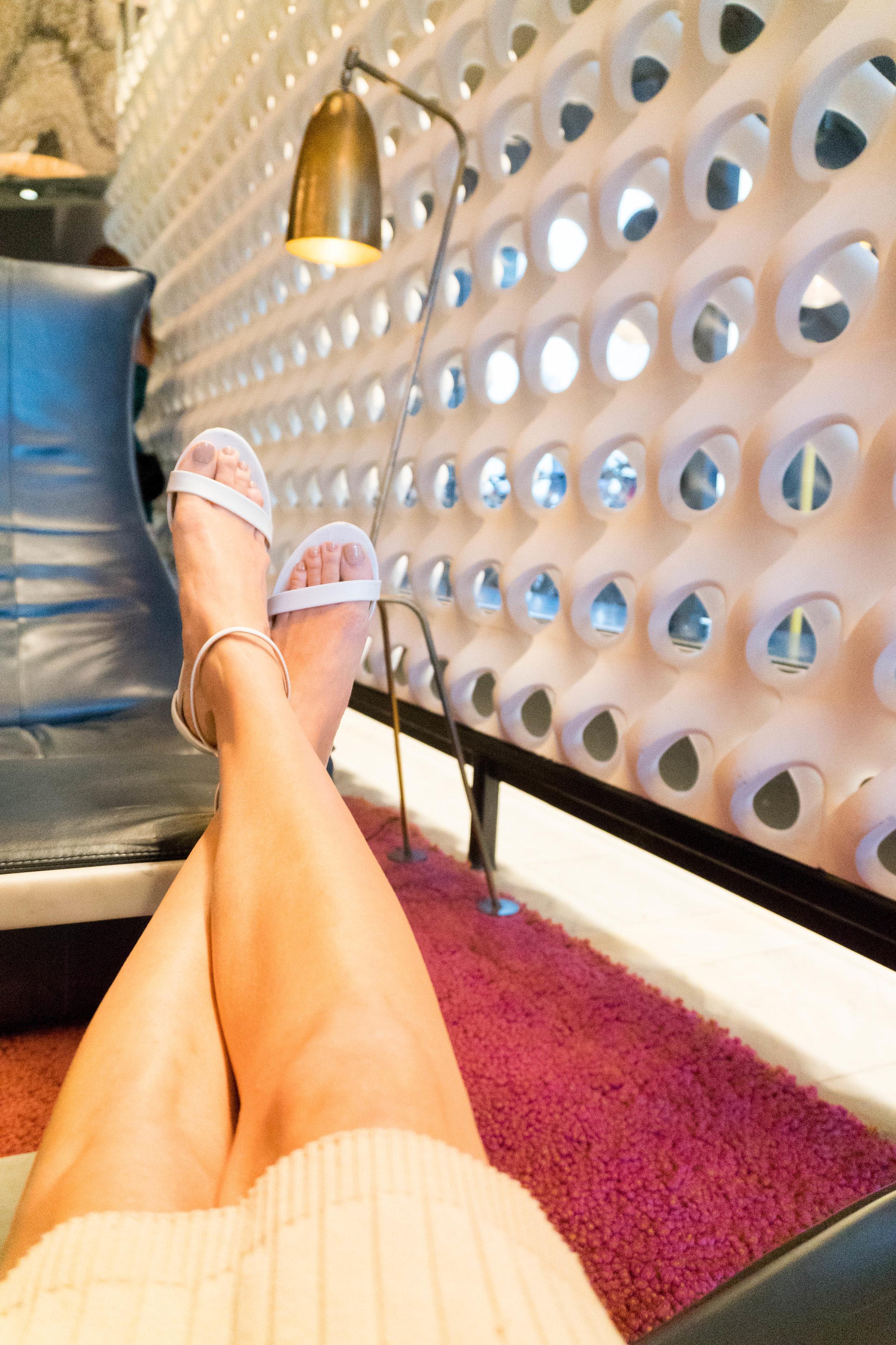 Feet_Heels_Relaxing_Fashion_Blogger