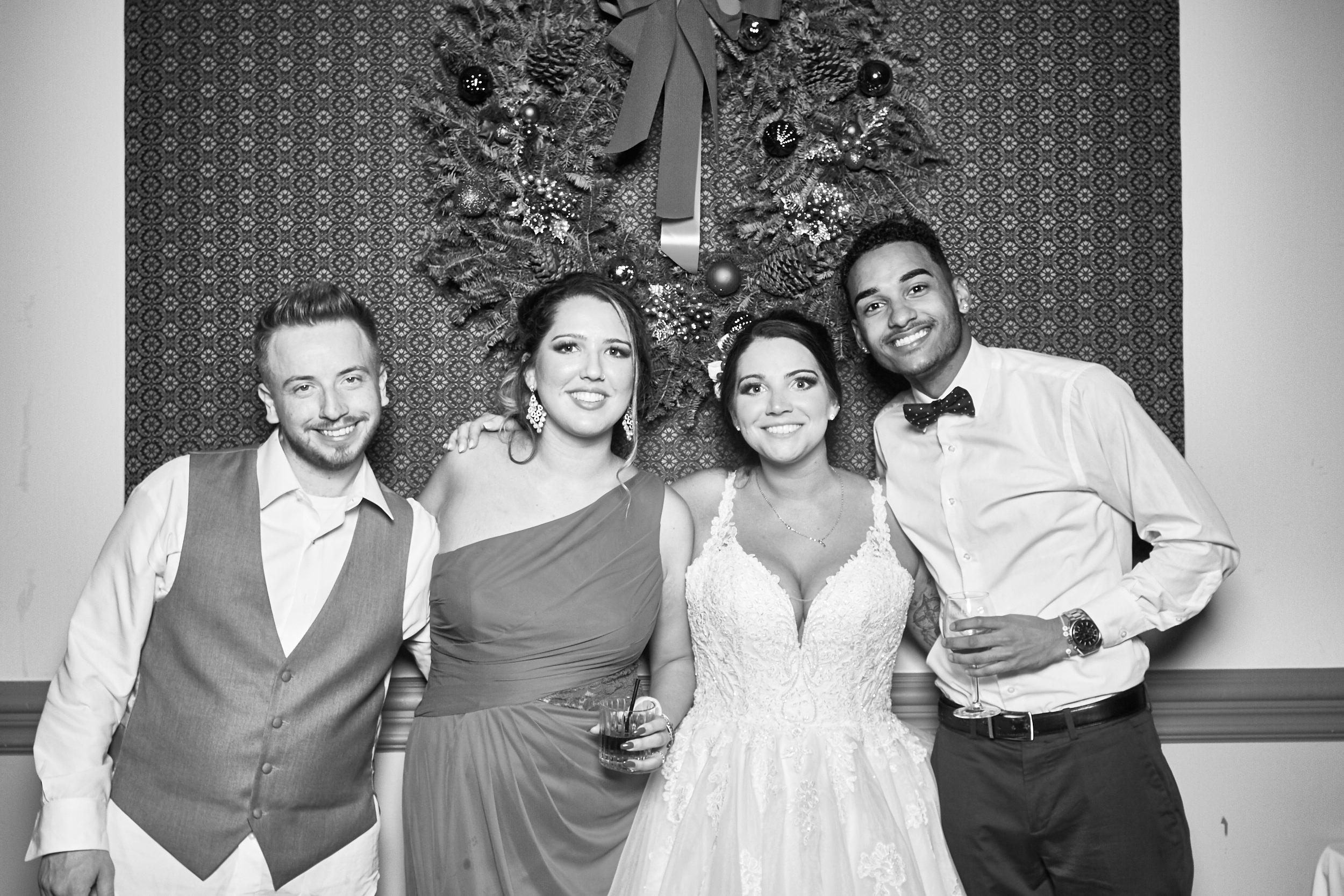 Alexa-James-Wedding-Photo-Booth980.jpg