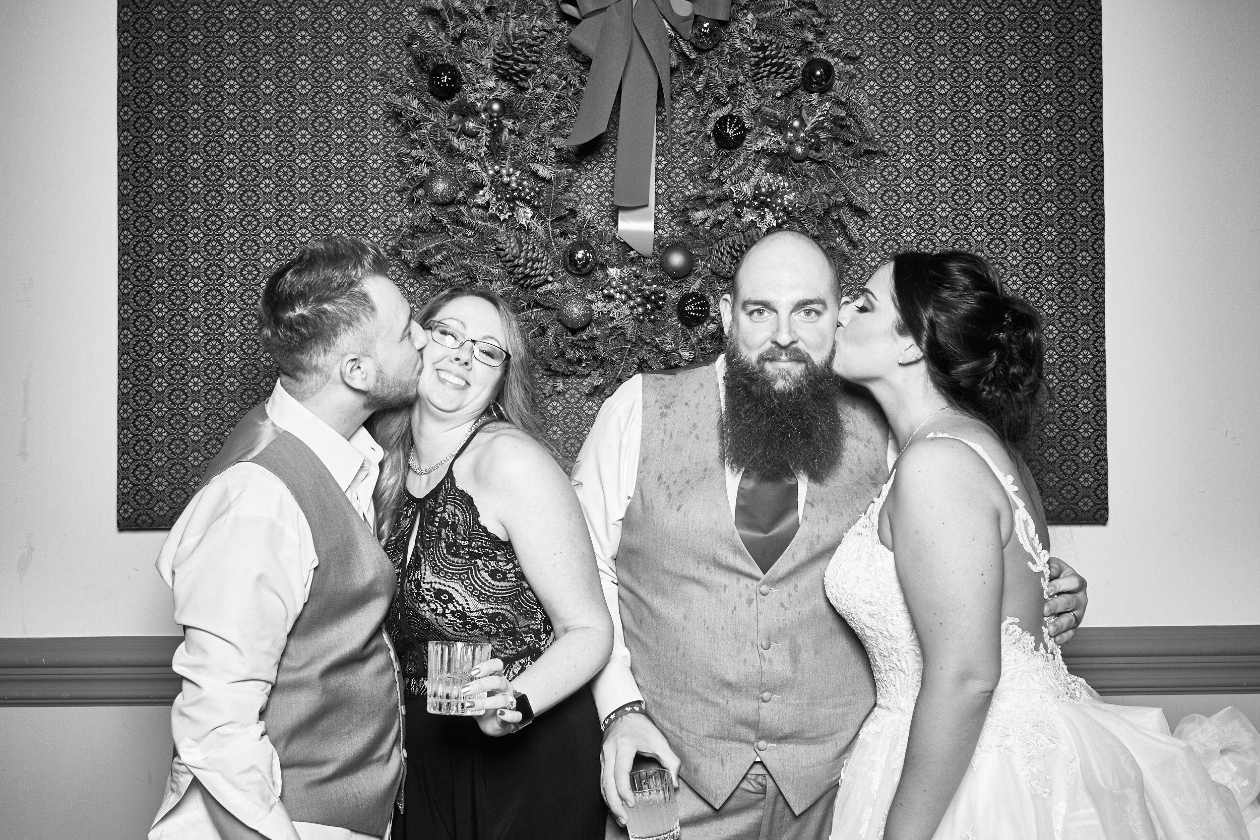 Alexa-James-Wedding-Photo-Booth985.jpg