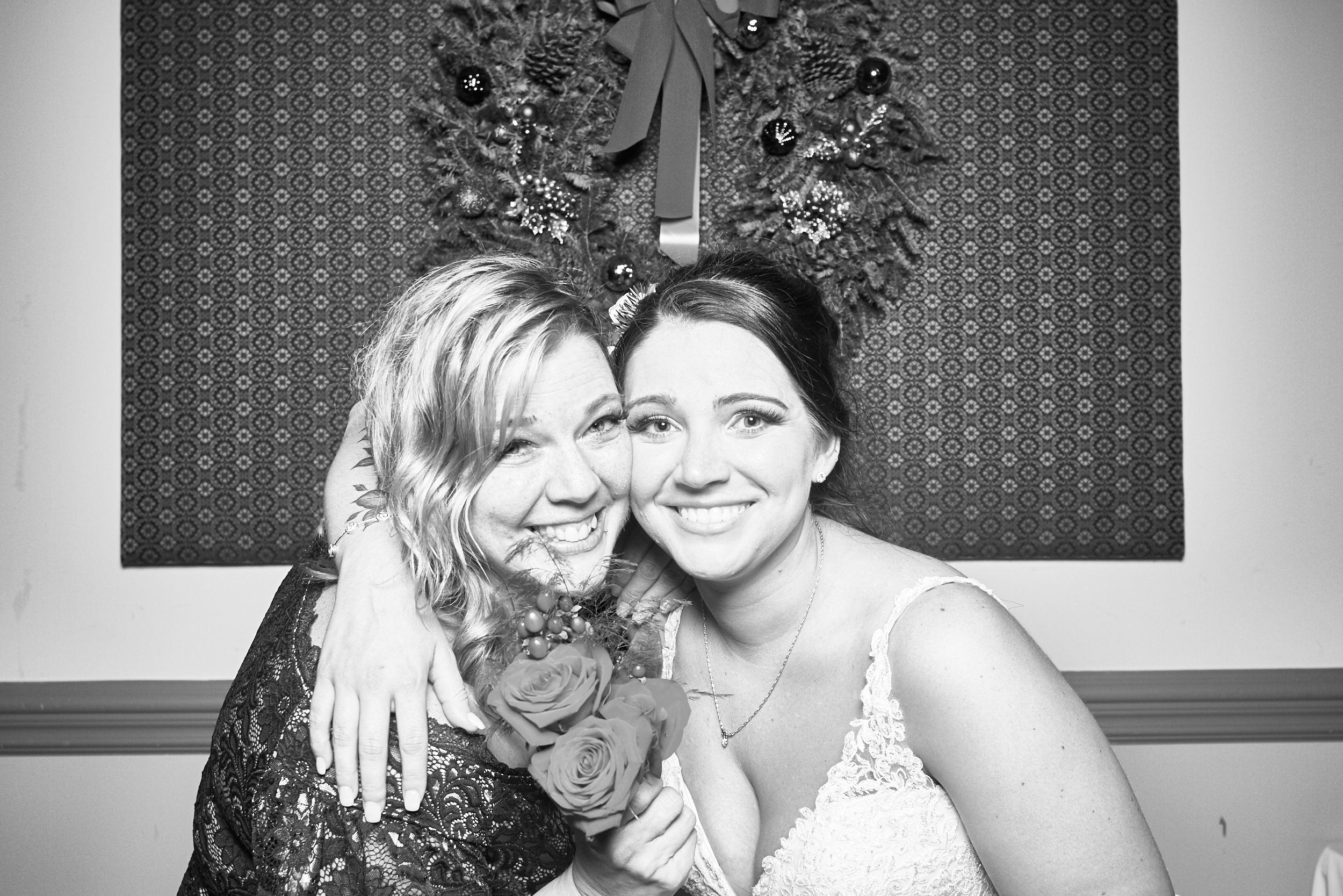 Alexa-James-Wedding-Photo-Booth991.jpg